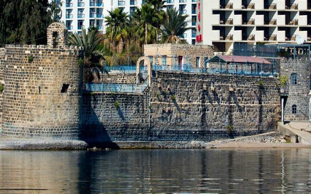 La ville de Tibéria, sur la côte de la Mer de Galilée, le 20 février 2014 (Crédit : Moshe Shai/FLASH90)