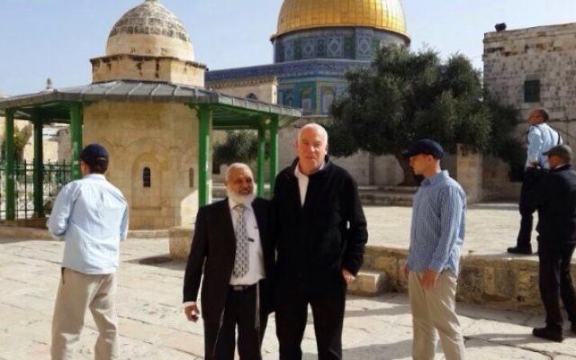 Le ministre Uri Ariel sur le mont du Temple, le 16 mars 2014. (Crédit : bureau du porte-parole d'Uri Ariel)
