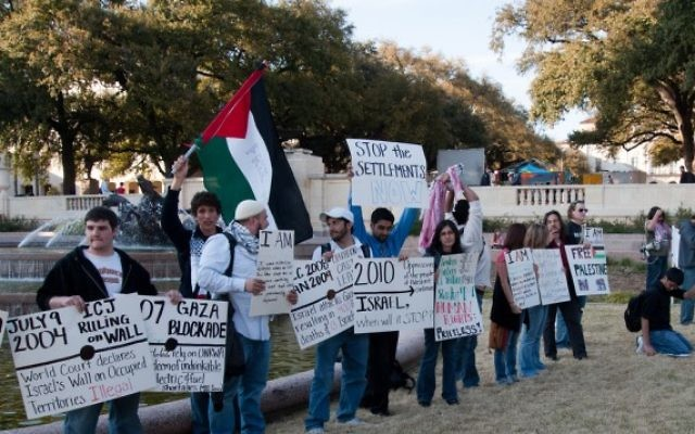 Illustration de manifestants pro-palestiniens lors de la semaine de l'Apartheid à l'université du Texas. (Crédit CC-BY Monad86, Flickr)