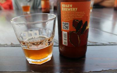 La délicieuse bière à la brasserie du NegevKiryat Gat (Crédit : Rebecca McKinsey/Times of Israel)