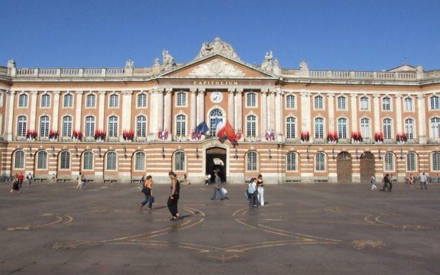 La façade de la mairie de Toulouse (Crédit : Felipeh/CC.BY.SA/Wikimedia commons)