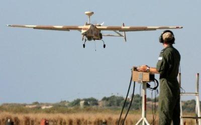 L'atterrissage d'un drone (Crédit : Flash 90)