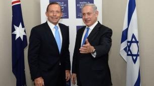 Le Premier ministre australien Tony Abbott (gauche) avec le Premier ministre israélien Netanyahu au Forum économique mondial à Davos (Crédit : Kobi Gideon/GPO/ Flash 90)