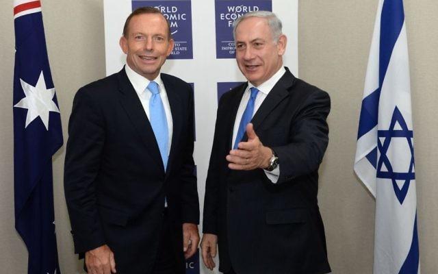 Tony Abbott, à gauche, alors Premier ministre australien, et le Premier ministre Benjamin Netanyahu au Forum économique mondial de Davos, en janvier 2014. (Crédit : Kobi Gideon/GPO/Flash90)