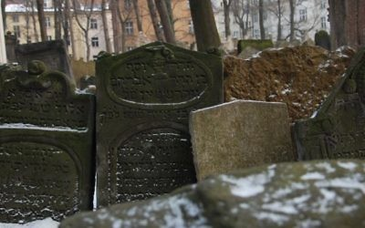 Le cimetière juif à Prague (Crédit : Rachael Cerrotti/ Flash 90)