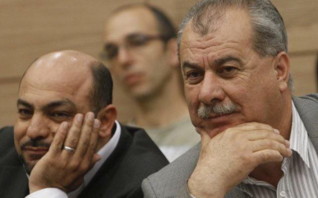 Le leader du parti Hadash, Mohammed Barakeh (à droite) et le député du parti Ra'am Ta'al Masoud Ganaim en 2012. (Crédit : Miriam Alster/Flash90)