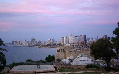 Vue sur Tel Aviv (Crédit : Berthold Werner/Wikimedia commons)