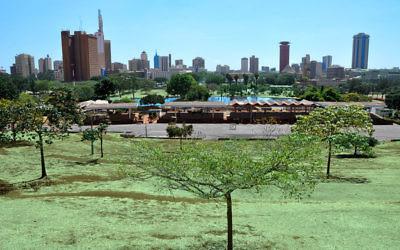 Les gratte-ciel de Nairobi, vus du parc Uhuru (Crédit : Jorge Lascar/Flickr/CC.BY SA 2.0)