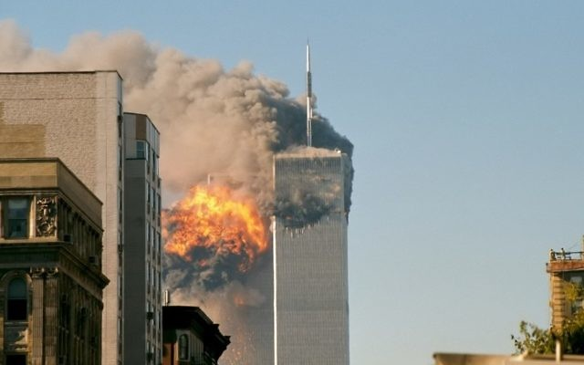 Les tours du World Trade Center, le 11 septembre 2001. (Crédit : TheMachineStops/Flickr)