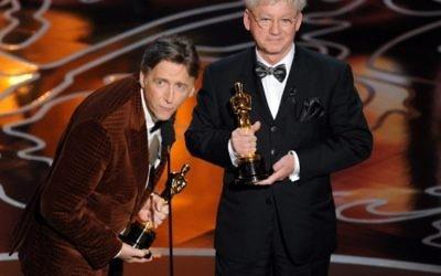 Nick Reed (à gauche) et Malcolm Clarke recevant l'oscar pour le Meilleur court Documentaire pour 'The Lady in Number 6 à Hollywood (Crédit : AFP/Kevin Winter/Getty Images)