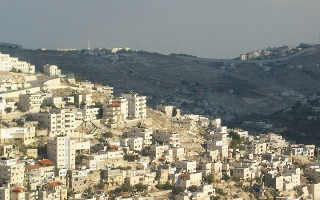Vue sur Jérusalem Est (Crédit : Anthony Baratier/Wikimedia commons)