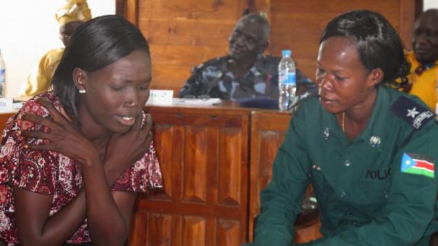 Le programme de sensibilisation à la violence à caractère sexiste, un partenariat d'IsraAID avec la police soudanaise (Crédit : autorisation d'IsraAID)