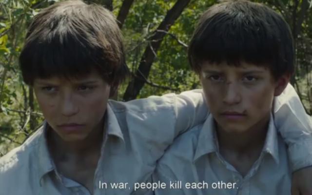 """Les deux personnages principaux du film """"Le grand cahier"""", adaptaion du roman de l'écrivain Agota Kristof (Crédit : capture d'écran Youtube)"""
