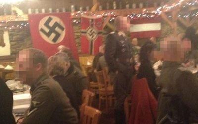 """Dîner """"nazi"""" au restaurant Gasthof Zur Gemutlichkeit (Crédit : City Pages)"""