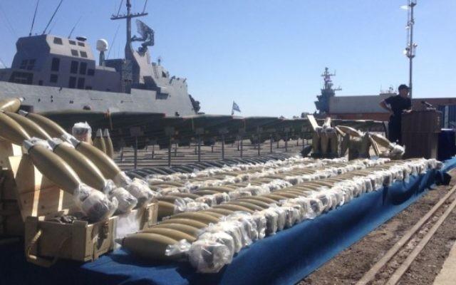 Les mortiers à bord du Klos-C, lundi à Eilat (Crédit : Mitch Ginsburg / Times of Israel)