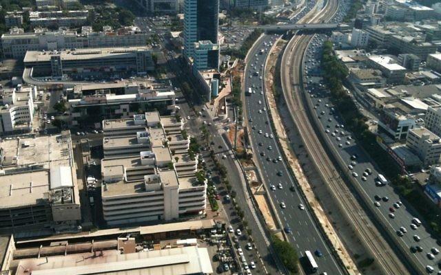 Image illustrant le trafic des routes à Tel Aviv (Crédit : CC0 1.0)