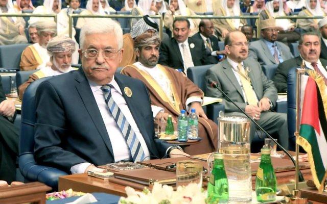 Le président de l'Autorité palestinienne Mahmoud Abbas au 25ème sommet de la Ligue Arabe au Koweït, le 26 mars 2014 (Crédit : Yasser Al-Zayyat/AFP)