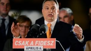 Discours du Premier ministre hongrois Viktor Orban devant les membres de son parti après sa victoire aux élections législatives, le 6 avril 2014 à Budapest (Crédit photo: ATTILA KISBENEDEK / AFP)
