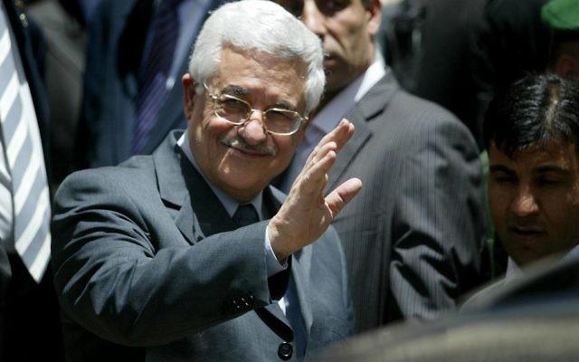Le président de l'Autorité palestinienne, Mahmoud Abbas, 2006 (Crédit : Ahmed Gharabli /Flash90)