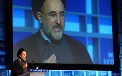 Mohammad Khatami au Forum mondial de l'Économie en 2004 (Crédit : World Economic Forum/Flickr)