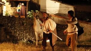 Acteurs incarnant des Juifs convertis lors d'un festival culturel juif à Hervas, en Espagne, en 2011 (Crédt : LOS CONVERSOS La Estrella de Hervás via JTA)