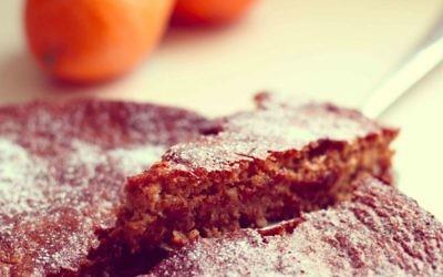 Une part de tarte à l'orange et aux noix (Crédit : Andrea Brownstein/Photoli Photography)