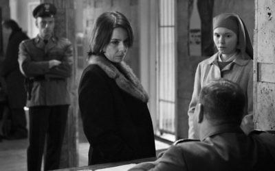 """Agata Trzebuchowska (à droite) et Agata Kulesza dans le film polonais intitulé """"Ida"""" (Crédit : autorisation via JTA)"""
