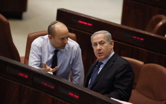 Benjamin Netanyahu et Naftali Bennett à la Knesset (Crédit : Flash 90)