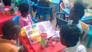 Des enfants à l'hôpital Govan Mbeki grâce à une initiative de la PATA (Crédit : autorisation PATA)