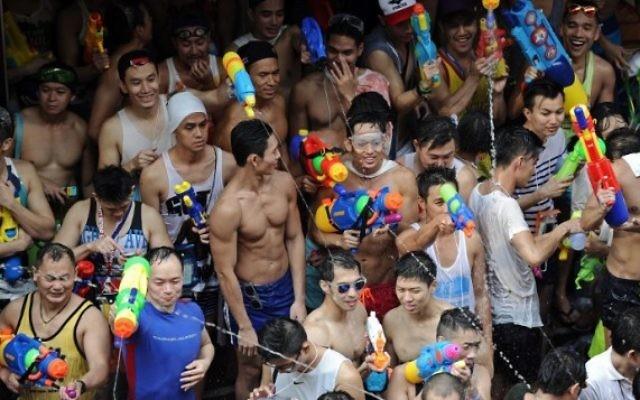 Célébrations du festival Songkran qui marque le Nouvel An en Thailande - 13 avril 2014 (Crédit Christophe Archambault AFP)