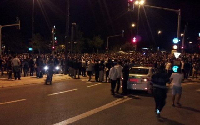 Des manifestants réclament la légalisation de la marijuana lors de l'événement Big Bang Night - nuit du 19 au 20 avril 2014 (Crédit : Shai Devine)