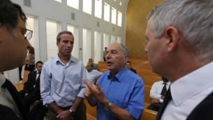 Elazar Stern (à gauche) avec Amnon Rubinstein à la Cour suprême (Crédit / Kobi Gideon/Flash 90)