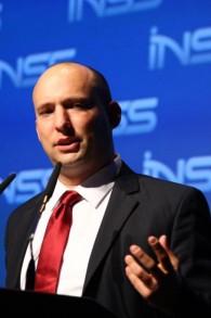Le ministre de l'Économie, Naftali Bennett, lors de la 7ème édition de la conférence annuelle de l'INSS à Tel Aviv, le 28 janvier 2014 (Crédit : Flash90)