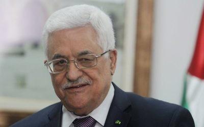 Le président de l'Autorité palestinienne Mahmoud Abbas, à Ramallah, le 31 mars 2014 (Crédit : Issam Rimawi/FLASH90)