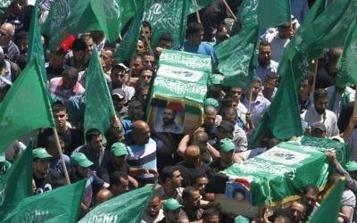 Funérailles de deux membres du Hamas - 30 avril 2014 (Crédit : Issam Rinawi/Flash 90)