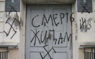 """""""Mort aux Juifs"""" écrit sur la synagogue Ner Tamid à Simferopol en Crimée, février 2014 (Crédit : Autorisation)"""