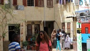 Des membres de la communauté africaine dans la vieille ville de Jérusalem (Crédit : Ilan Ben Zion/Times of Israel)