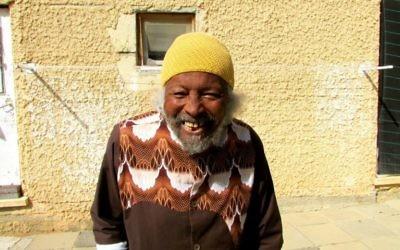 La personne la plus âgée de la communauté - 89 ans (Crédit : Debra Kamin/Times of Israel)