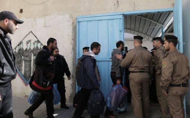 Le Hamas libère des prisonniers du Fatah pour montrer sa bonne volonté (Crédit : Wissam Nassar/Flash 90)