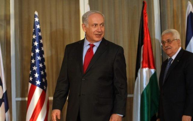 Le Premier ministre Benjamin Netanyahu et Mahmoud Abbas à la résidence du Premier ministre à Jérusalem le 15 septembre 2010 (Crédit : Kobi Gideon/Flash 90)