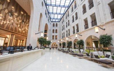 Le nouveau lobby de l'Astoria sur la rue Agron (Crédit : Flash 90)