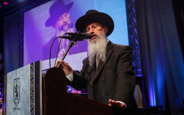 Rav Avraham Yossef lors d'une conférence du parti Shas au Centre des Congrès de Jérusalem, le 8 avril 2012 (Crédit : Uri Lenz/Flash90 )