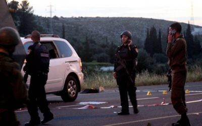 Scène du crime près de Hébron où est mort Baruch Mizrahi, le cadre du renseignement israélien (Crédit : Issam Rimawi/Flash 90)