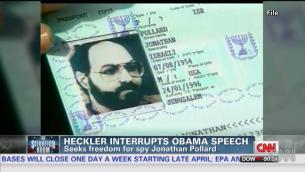 Le passeport israélien de Jonathan Pollard (Crédit : capture d'écran Youtube/CNN)