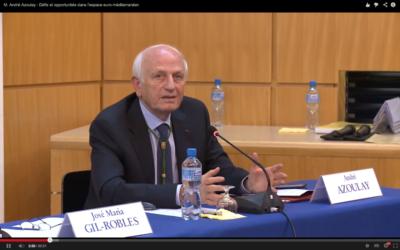 Le conseiller du roi du Maroc, André Azoulay est l'un des invités présent à la conférence de Marrakesh (Crédit : capture d'écran Youtube/Fondation Jean Monnet pour l'Europe)
