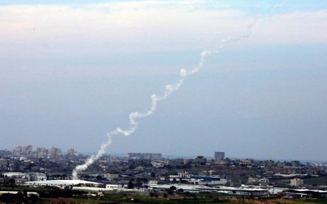 Tirs de roquettes de la bande de Gaza sur Israël (Crédit : Edi Israel /Flash 90)