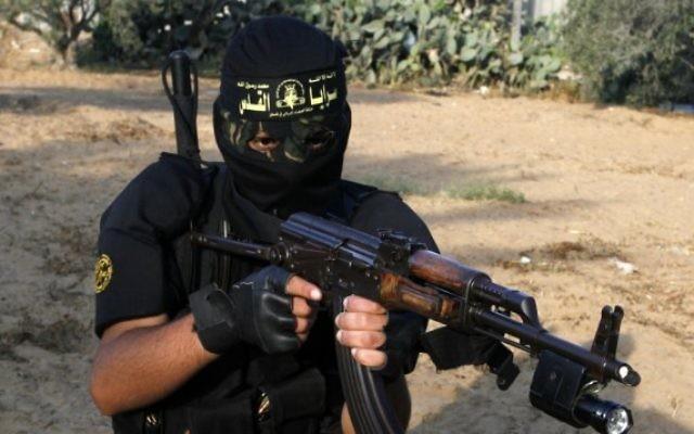 Un terroriste masqué du Jihad islamique (Crédit : Abed Rahim Khatib/Flash 90)