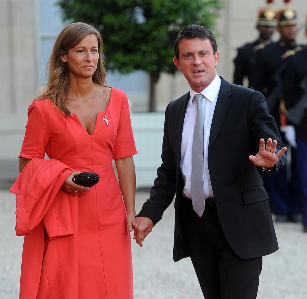 Manuel Valls, alors ministre de l'intérieur, arrive à un dîner avec sa femme Anne Gravoin, le 3 septembre 2013 (Crédit : Antoine Antoniol/Getty Images/JTA)