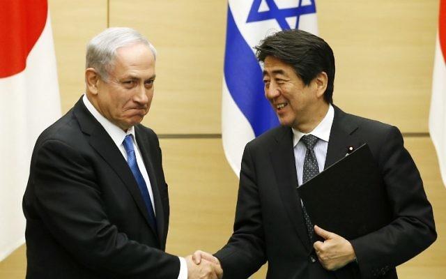 Benjamin Netanyahu et Shinzo Abe - 12 mai 2014 (Crédit : Toru Hanai/POOL/AFP)