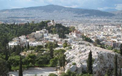 Vue sur Athènes, en Grèce (Crédit : CC BY-SA Titanas, Flickr)